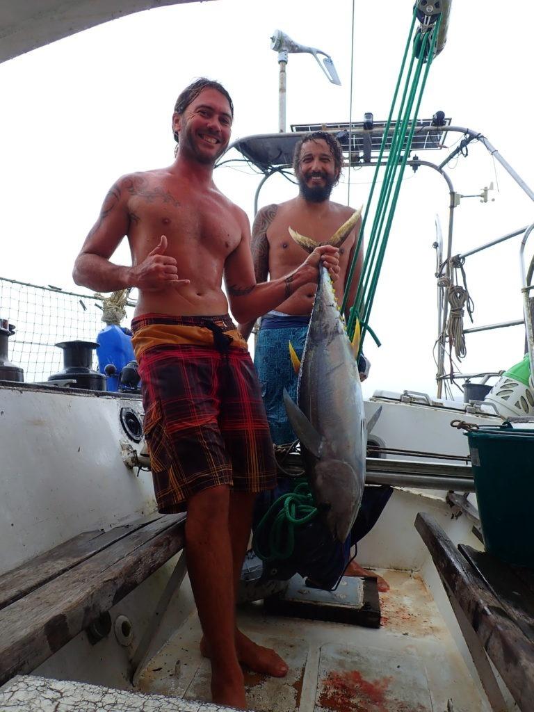 Pèche d'un thon au large de Tahiti