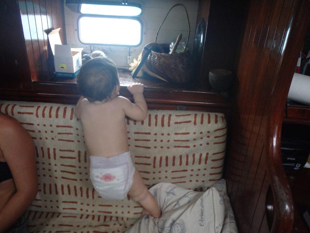 Bébé – A quel age apprend-on à marcher sur un voilier ?