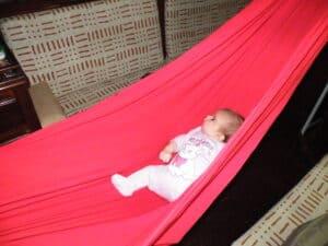 aménagement hamac bébé dans le voilier