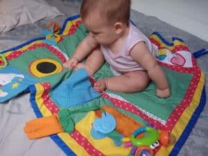 Tapis d'éveil bébé dans le voilier