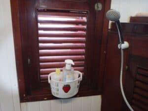 Aménager la douche enfants sur un bateau