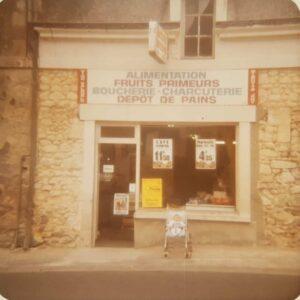 Petite épicerie de campagne française.