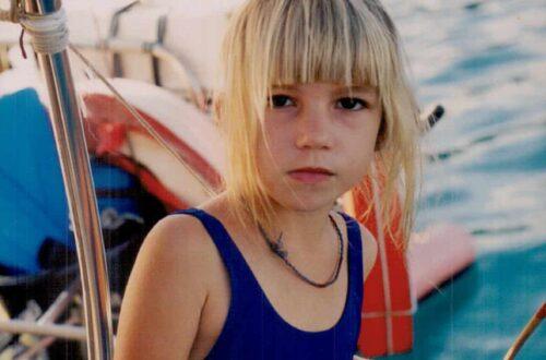 Laura a 6ans sur le voilier Noe