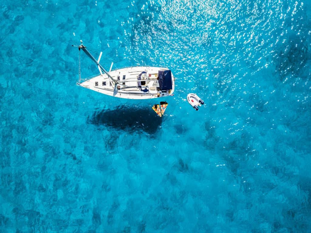 outils en ligne et applications pour un voyage en voilier