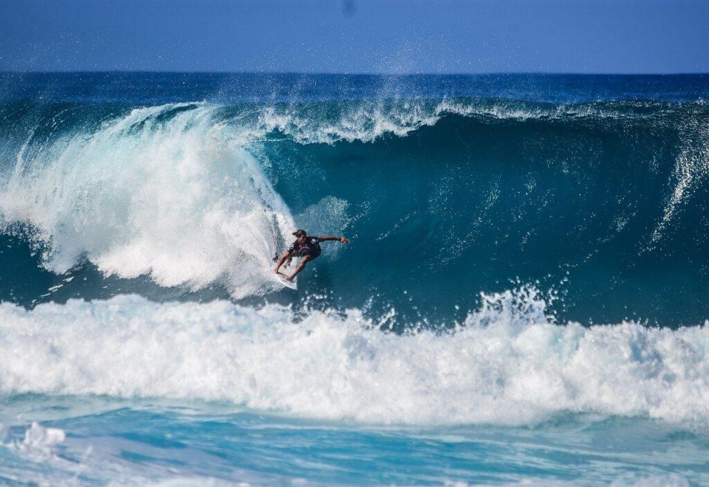 Des spots de surfs fantastiques, accessibles en voilier !