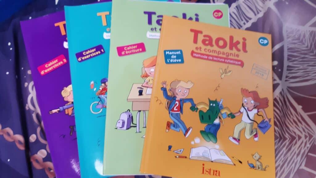 Matériel scolaire en voyage : les manuels de lecture en CP.