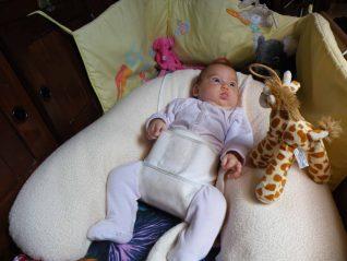 Coussin d'allaitement - dans le lit