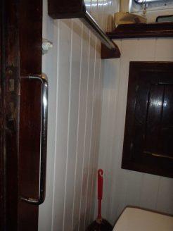 aménager bateau enfants main courante et intérupteur WC à portée de main