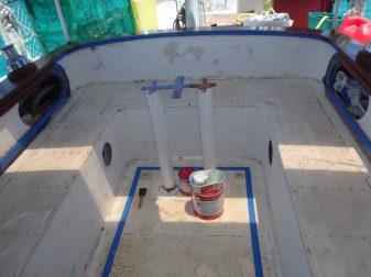 Arrière du cockpit poncer pour la rénovation