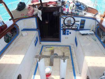 Avant du cockpit poncer pour la rénovation
