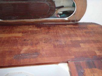 jonction de deux bancs en bois